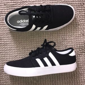 Just In✨ Adidas Classic 3 Stripe Sneakers